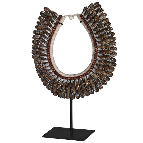 SHELL NECKLACE ON METAL STAND